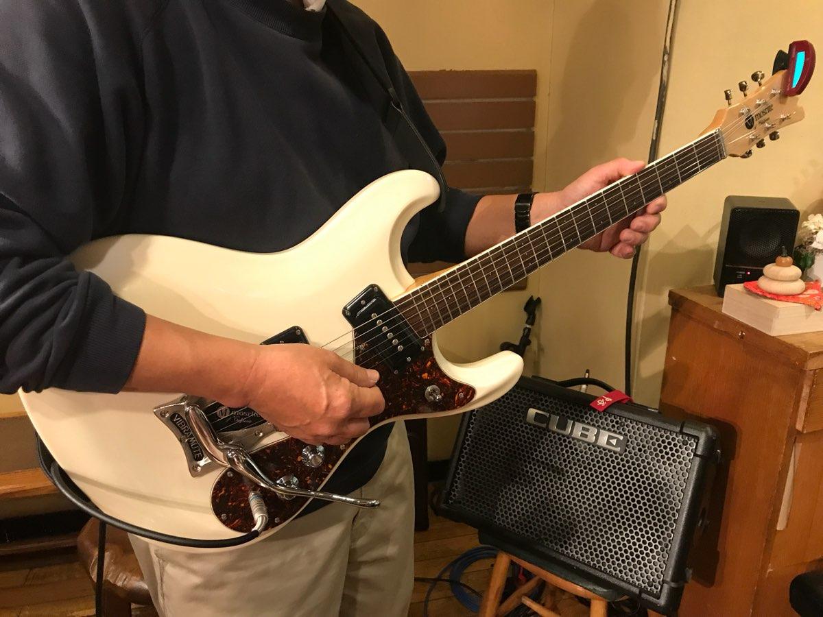 加山雄三さんと同じ形のギター