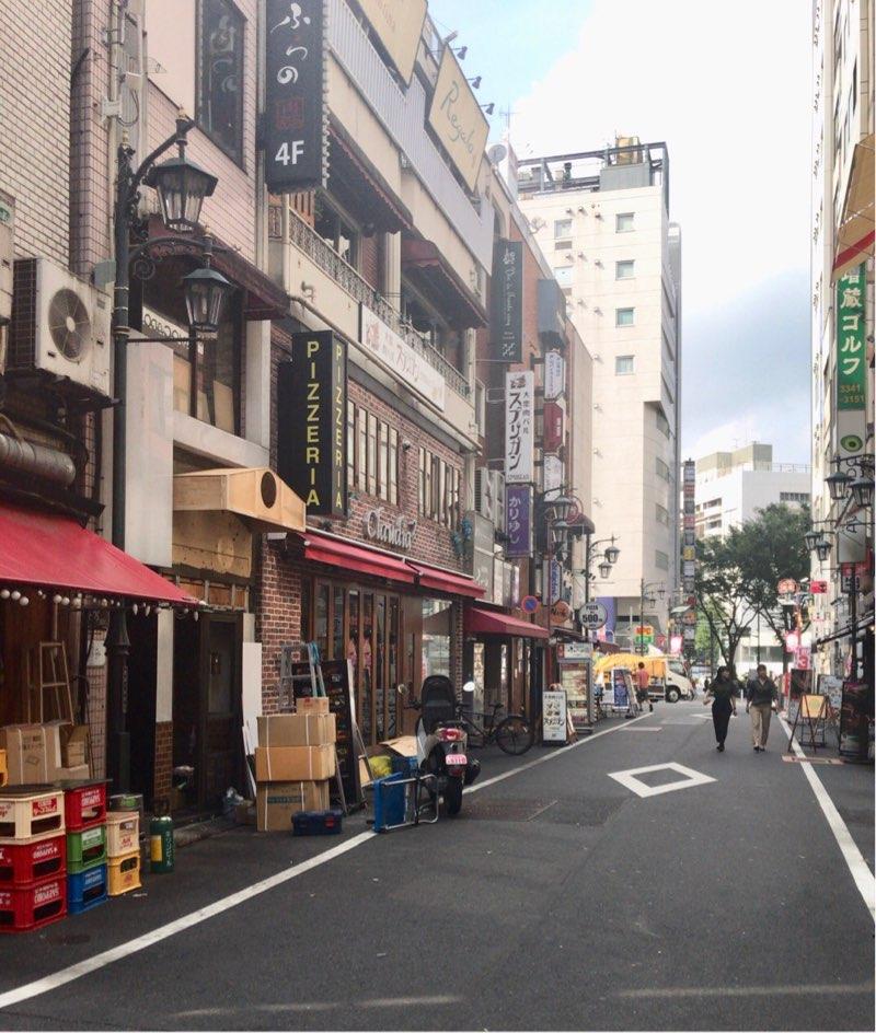 新宿三丁目の道