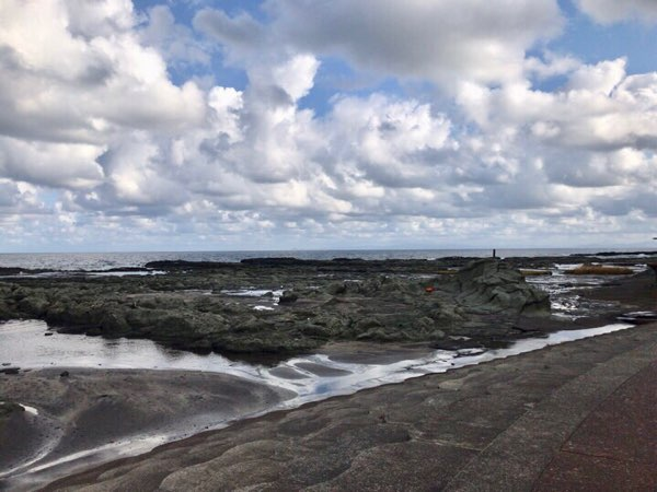 海と空と岩